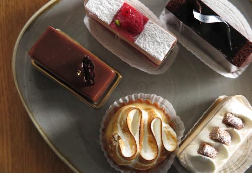 フランス菓子 オー・プティ・グルマン/メゾンカイザー タルトモンジュ。_c0334705_22314617.jpg