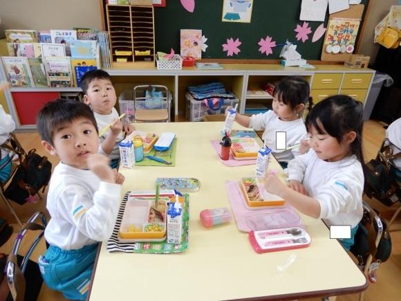 たのしい幼稚園_c0352707_08145220.jpg