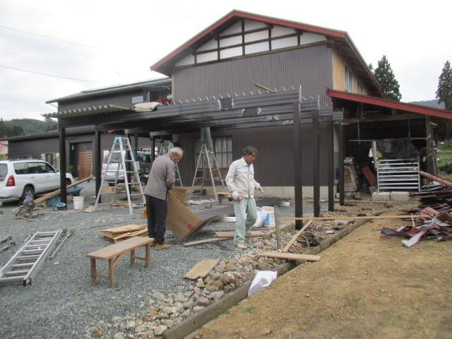 農家の納屋 屋根などの修繕工事 続き_f0105112_03585101.jpg