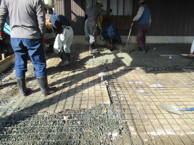 農家の納屋 屋根などの修繕工事 続き_f0105112_04035305.jpg