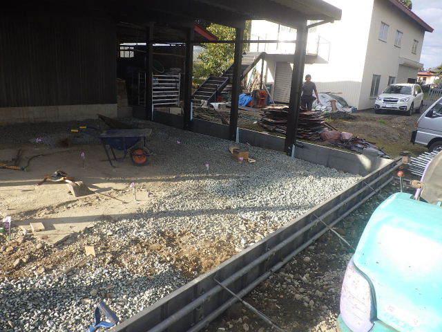 農家の納屋 屋根などの修繕工事 続き_f0105112_04035332.jpg