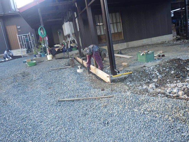 農家の納屋 屋根などの修繕工事 続き_f0105112_04035336.jpg
