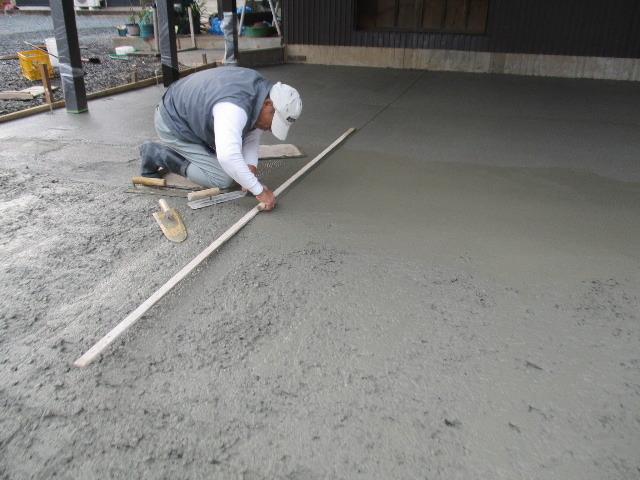農家の納屋 屋根などの修繕工事 続き_f0105112_04083803.jpg