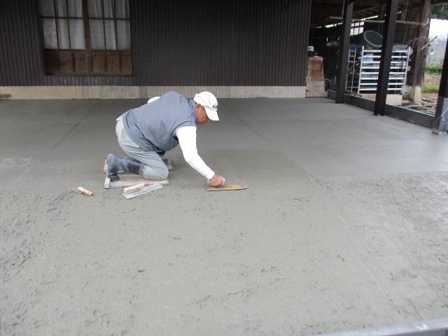 農家の納屋 屋根などの修繕工事 続き_f0105112_04083806.jpg