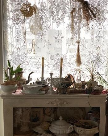 【寝室】コーネリー刺繍のカーテン_e0237680_11043018.jpg