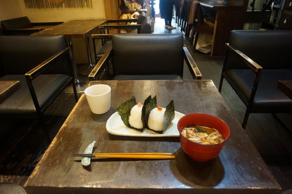 おにぎりに始まり海鮮丼で〆た木曜日 4/18_c0180686_12121329.jpg