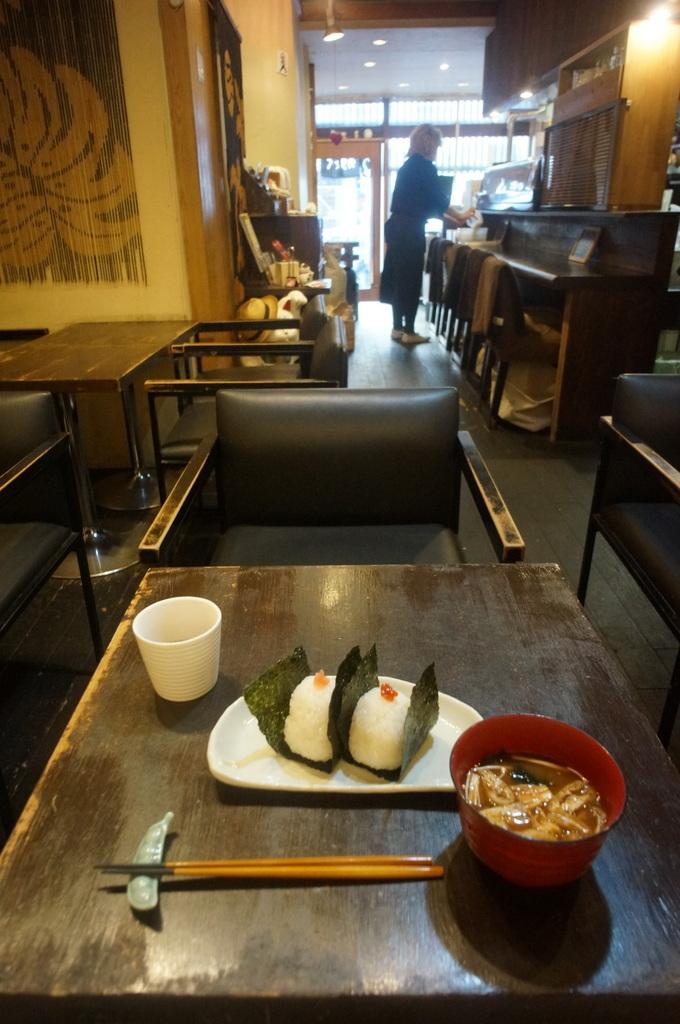 おにぎりに始まり海鮮丼で〆た木曜日 4/18_c0180686_12123319.jpg