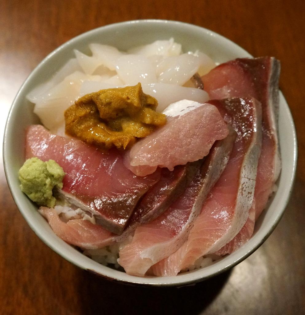 おにぎりに始まり海鮮丼で〆た木曜日 4/18_c0180686_12124284.jpg