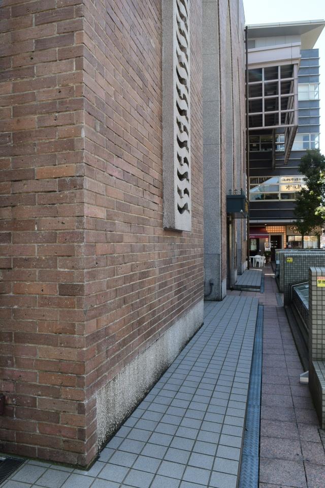 金沢市青草町の北國銀行武蔵ヶ辻支店(昭和モダン建築探訪)_f0142606_08062515.jpg