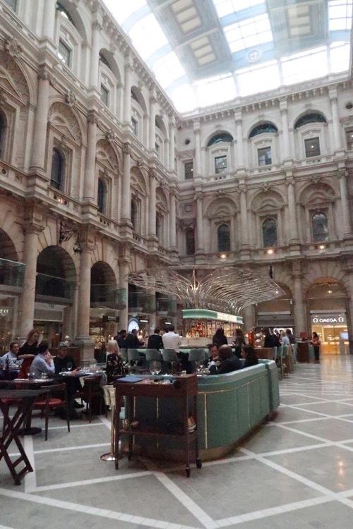 ロンドン王立取引所の今が素敵!_f0380234_02430989.jpg