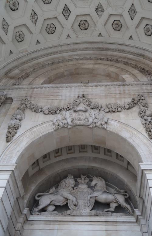 ロンドン王立取引所の今が素敵!_f0380234_02492518.jpg