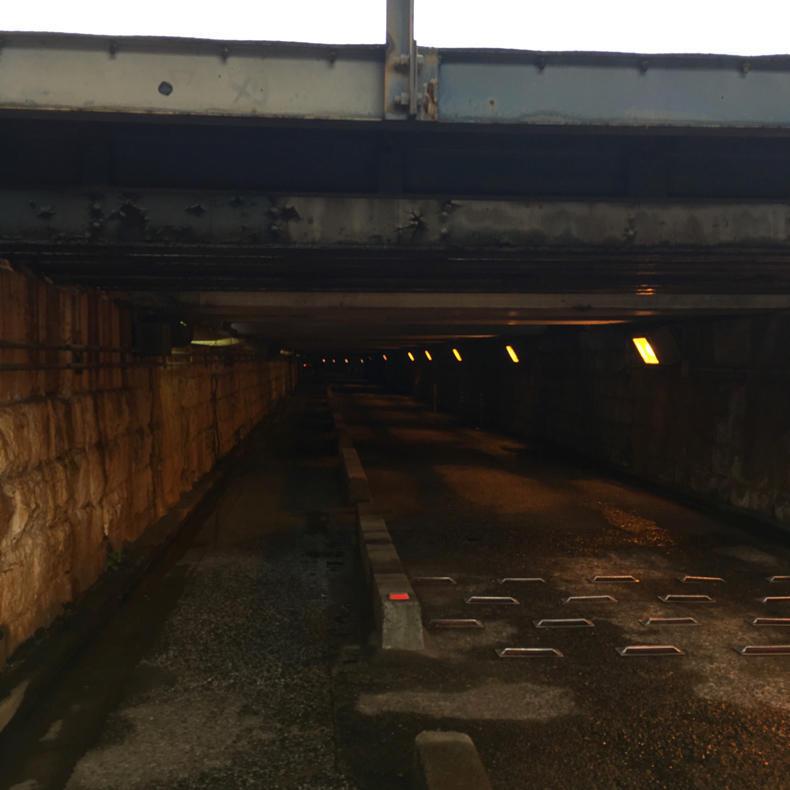 高輪橋架道橋のトンネルが「マルコビッチの穴」のよう_c0060143_10115328.jpg