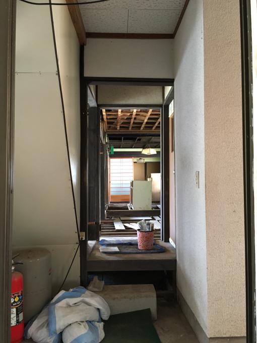 洗面所その6。洗面所でくくったけど踊り場の壁。_f0182246_21563864.jpg