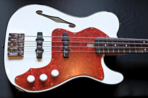 「Performance WhiteのT-Line Bass」1本目が完成です!_e0053731_16042967.jpg