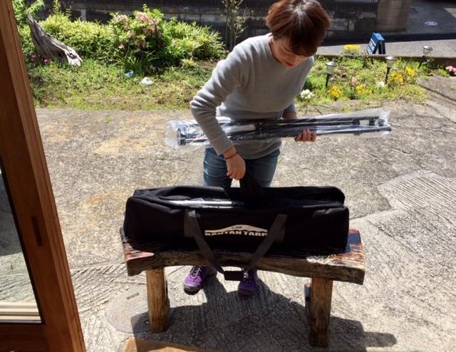 姉妹でも簡単に!鎌倉天幕のカンタンタープ設営しました~♪ GW2日目。_d0108933_17131969.jpg