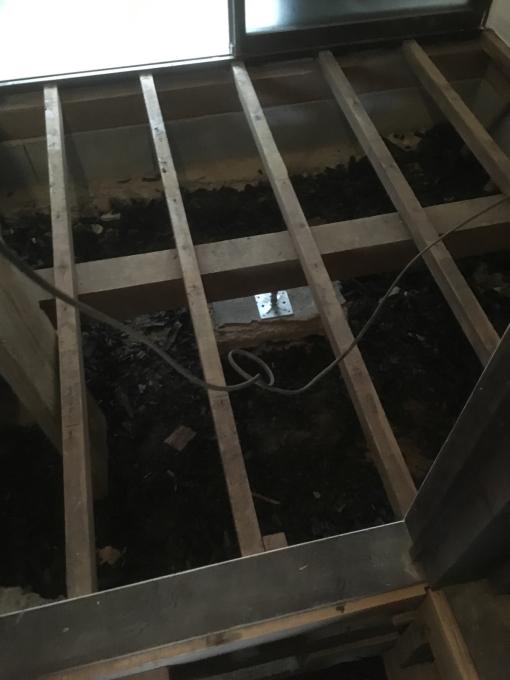 洗面所その7。床下です。_f0182246_17265516.jpg