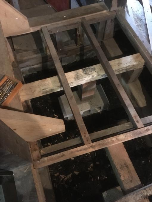 洗面所その7。床下です。_f0182246_17272053.jpg
