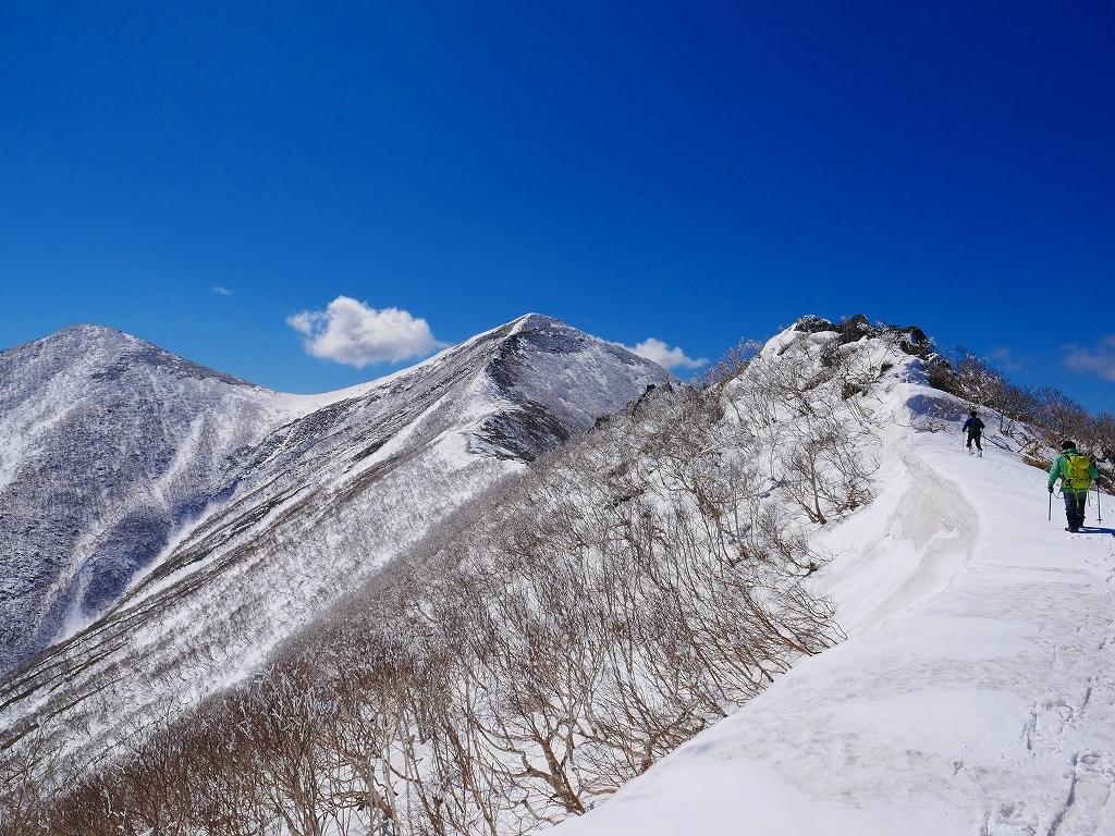 野塚岳とオムシャヌプリ、2019.4.28ー速報版ー_f0138096_21351149.jpg