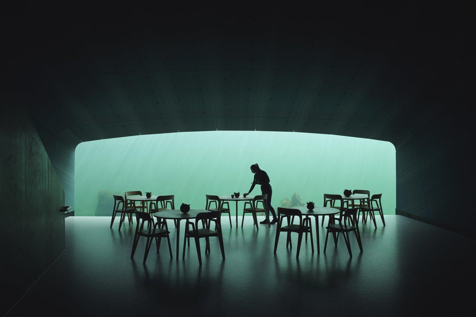 ここで相棒と食事したい。_f0365212_22434107.jpg