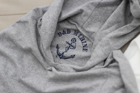 最近よく着てます。重ね着に便利なフード付きロングスリーブTシャツ♪_d0108933_16514640.jpg