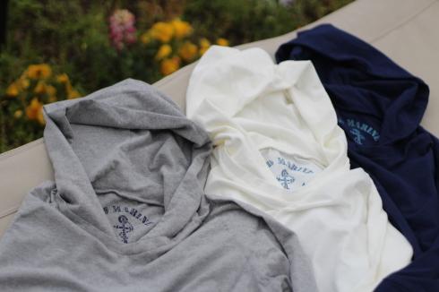 最近よく着てます。重ね着に便利なフード付きロングスリーブTシャツ♪_d0108933_16523839.jpg