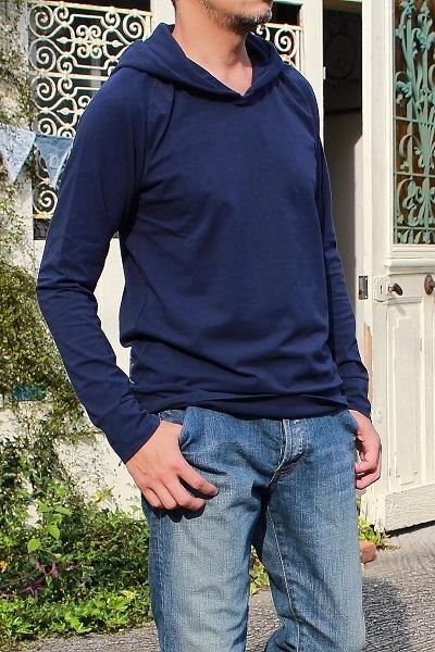 最近よく着てます。重ね着に便利なフード付きロングスリーブTシャツ♪_d0108933_17301391.jpg