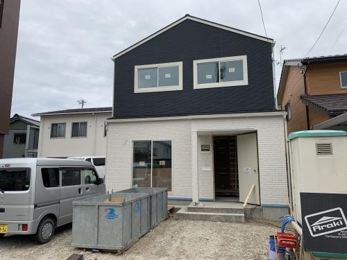 「三角屋根のかわいいお家」@内灘_b0112351_20012182.jpeg