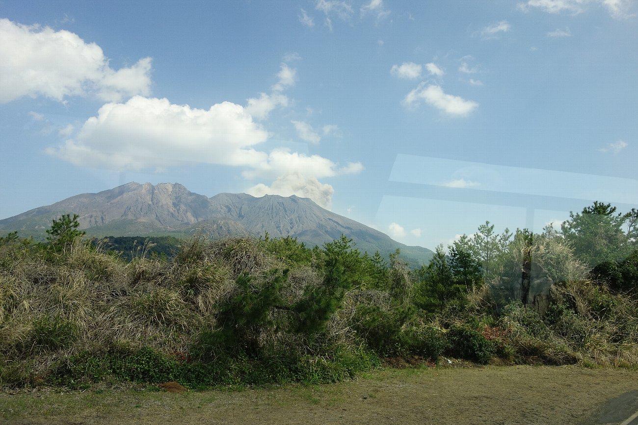 桜島にバスで上陸_c0112559_08235025.jpg
