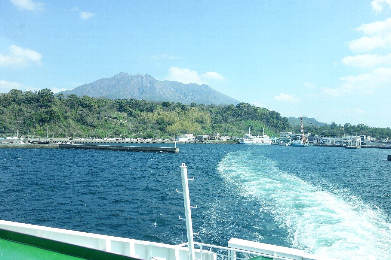 桜島にバスで上陸_c0112559_08314590.jpg