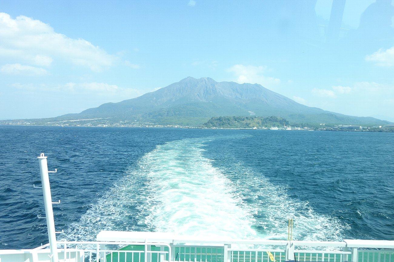 桜島にバスで上陸_c0112559_08323455.jpg
