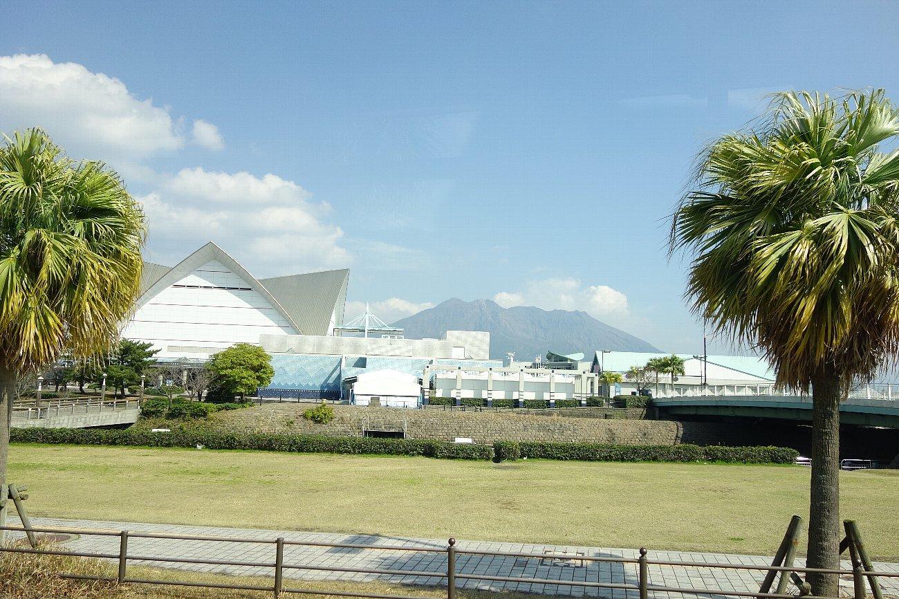 桜島にバスで上陸_c0112559_08330030.jpg