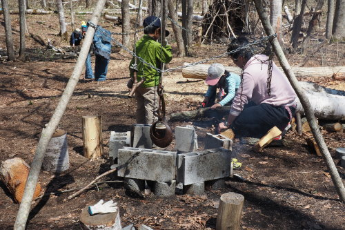 森で遊ぶ子どもの姿から見えたこと_b0068572_08134682.jpg