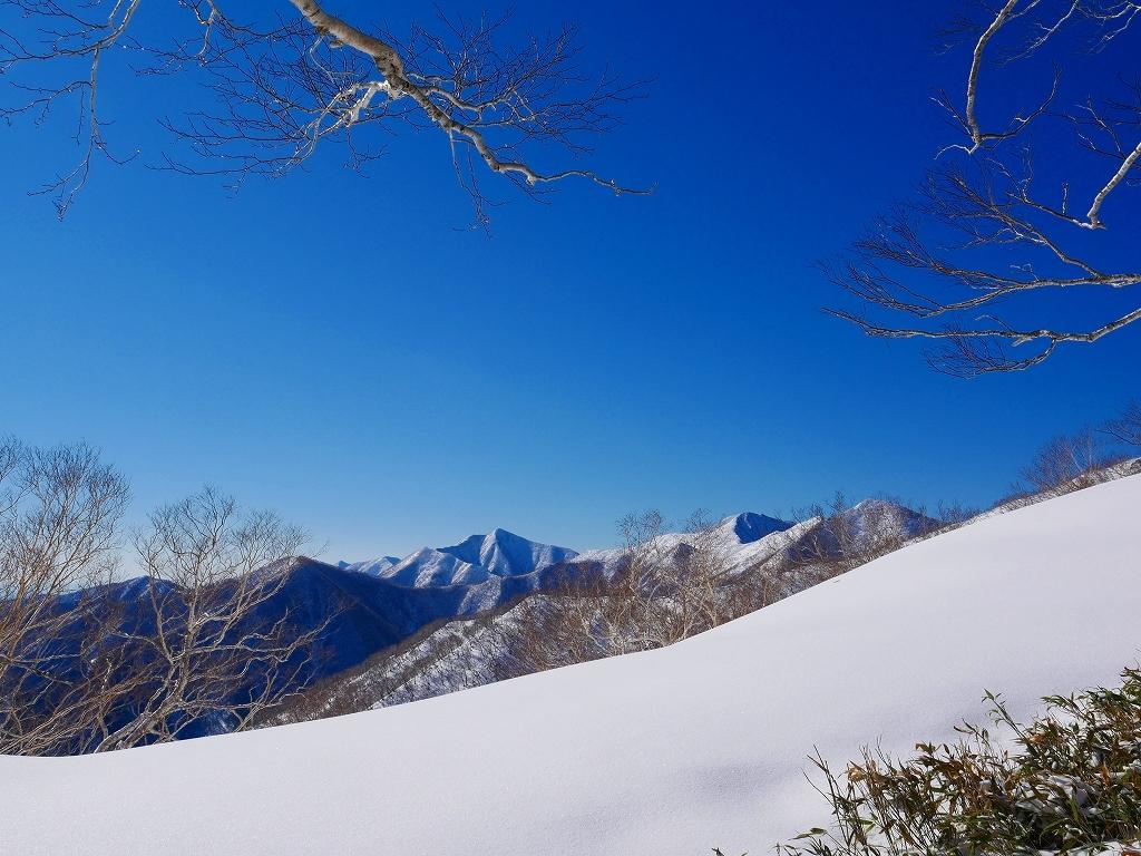 野塚岳とオムシャヌプリ、2019.4.28ーその1ー_f0138096_13453599.jpg
