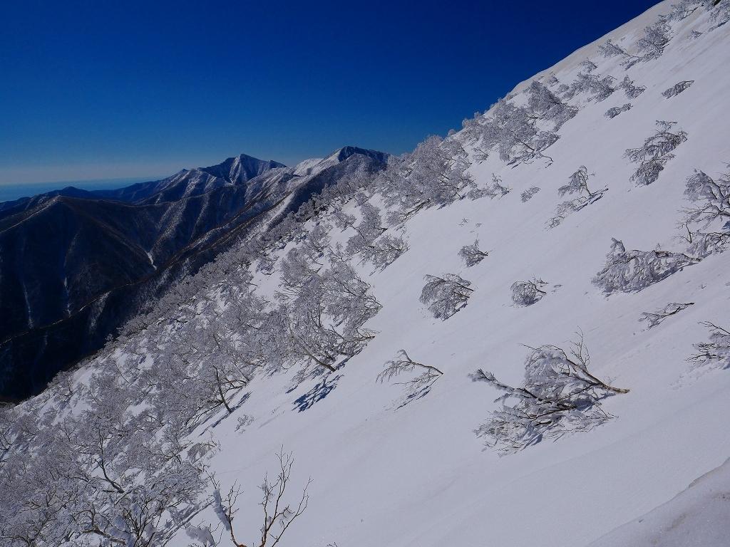 野塚岳とオムシャヌプリ、2019.4.28ーその1ー_f0138096_13473570.jpg