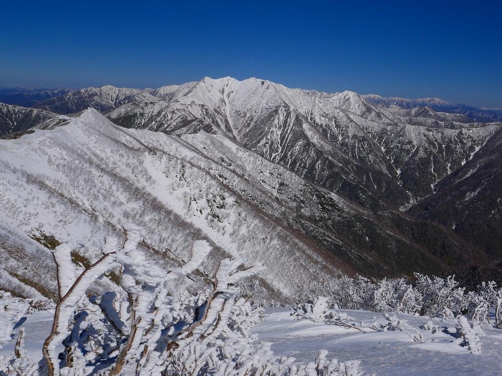 野塚岳とオムシャヌプリ、2019.4.28ーその1ー_f0138096_13474357.jpg