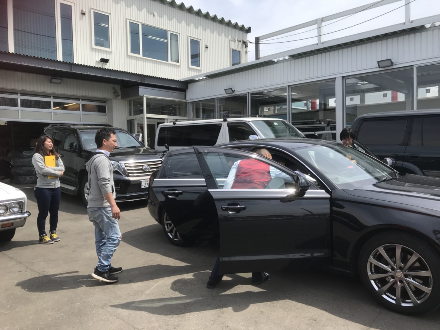 4月30日本店ブログ♪ ランクル200 4.6AX 4WD  ベージュマイカメタリック ありますよーーー! ランクル ハマー アルファード _b0127002_19002295.jpg