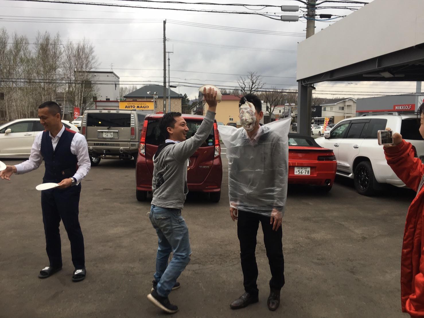 4月30日本店ブログ♪ ランクル200 4.6AX 4WD  ベージュマイカメタリック ありますよーーー! ランクル ハマー アルファード _b0127002_19275858.jpg