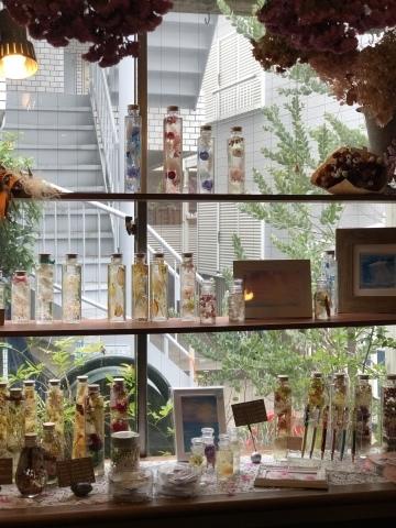 ブーケ・ドゥ・ミュゲ作品展  @花屋&カフェ  ラプティフルール【Jour de Muguet〜すずらんの日〜】@_a0157409_02335715.jpeg