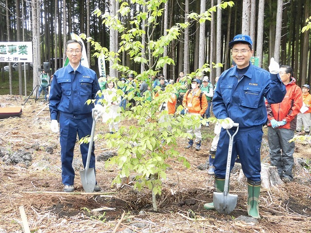 平成30年度副議長として最後の公務 「第26回 富士山麓ブナ林創造事業」に参加_f0141310_09102877.jpg
