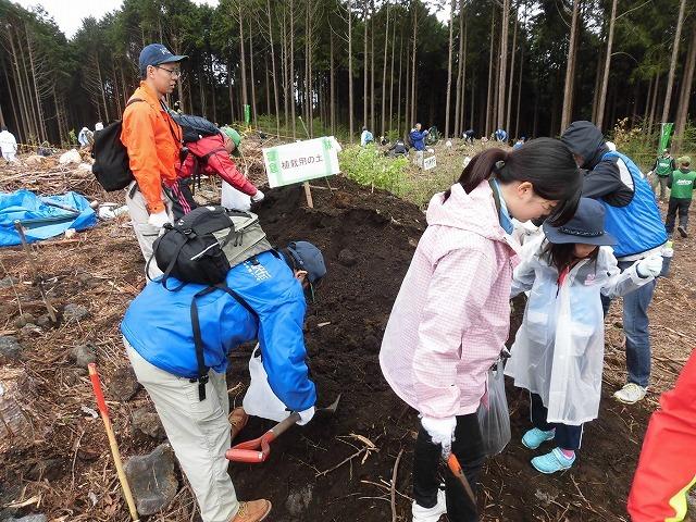 平成30年度副議長として最後の公務 「第26回 富士山麓ブナ林創造事業」に参加_f0141310_09111775.jpg
