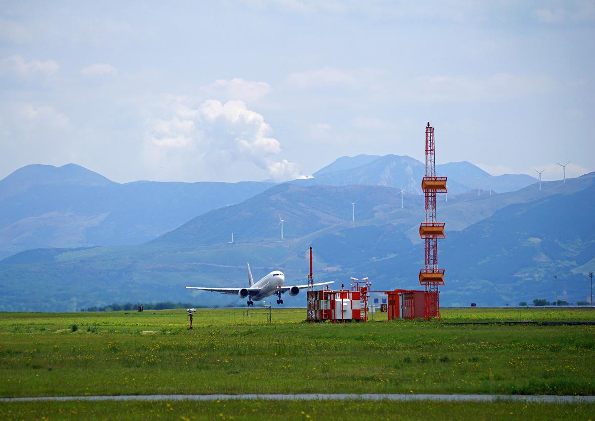 阿蘇熊本飛行場も。_b0044115_08083168.jpg