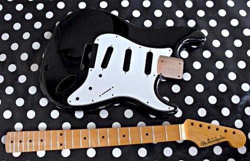 オーダーものを含む「Guitar × 4種」の塗装が完了です!_e0053731_16080729.jpg