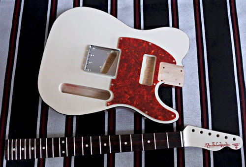 オーダーものを含む「Guitar × 4種」の塗装が完了です!_e0053731_16081432.jpg
