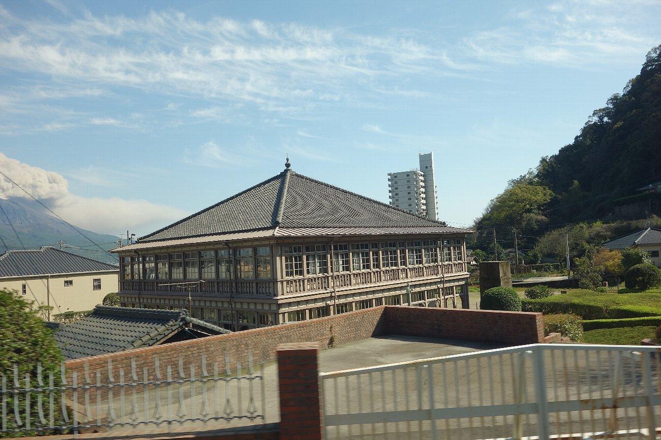 鹿児島市内の近代建築をバスの車窓から_c0112559_08164769.jpg