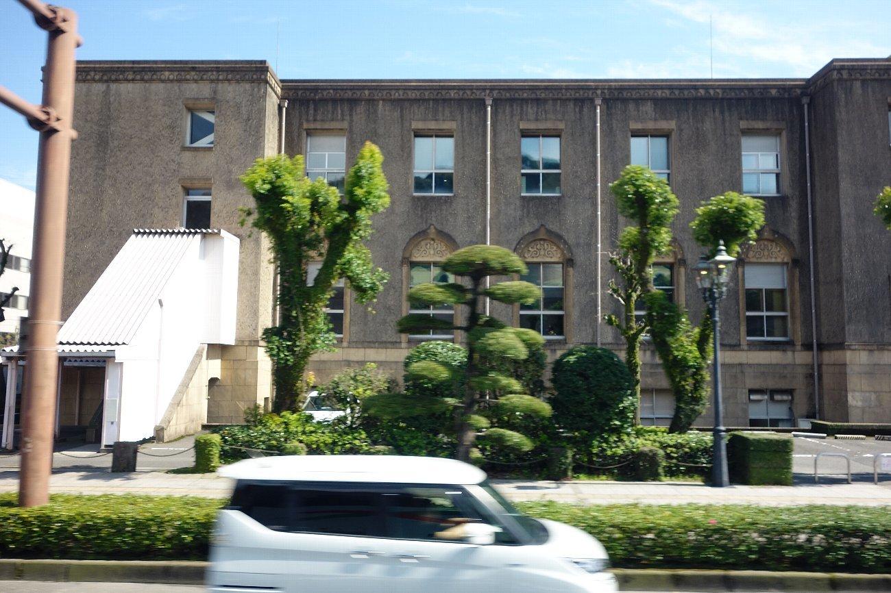 鹿児島市内の近代建築をバスの車窓から_c0112559_08225009.jpg