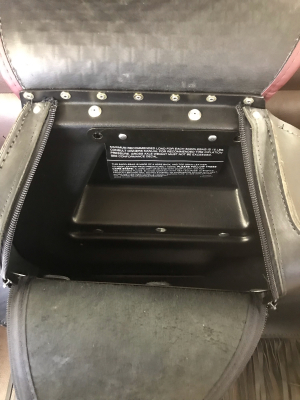 ハーレー FLSTS 新品未使用 サドルバッグ(左) ヤフオクへ \\100スタート出品しました♪_d0246961_20075943.jpg