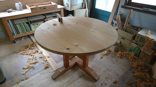 円テーブル メンテナンス_a0061599_19174915.jpg