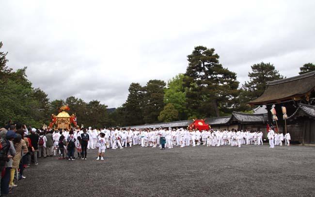 御霊神社神輿 京都御所参内_e0048413_21314012.jpg