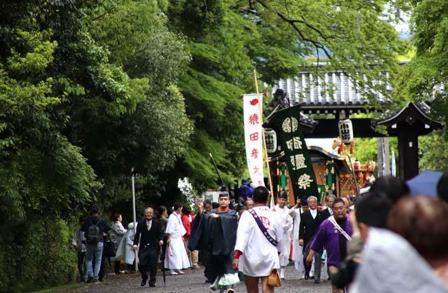 御霊神社神輿 京都御所参内_e0048413_21321545.jpg