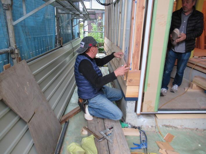 座間市栗原の家☆外壁と軒下の木貼り!_c0152341_17352011.jpg
